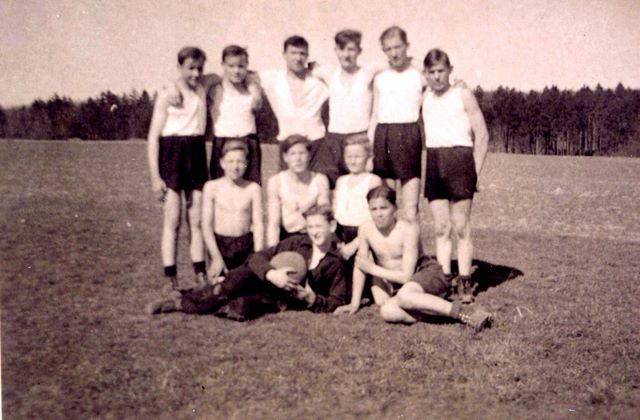 013___1937_fussball_schulmannschaft.jpg