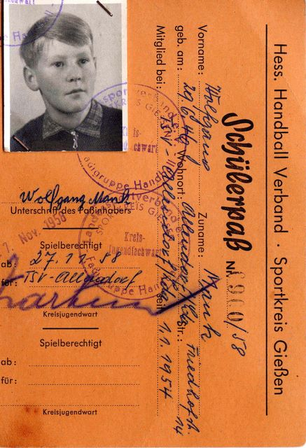 049____1958_1_handballpass_w.jpg