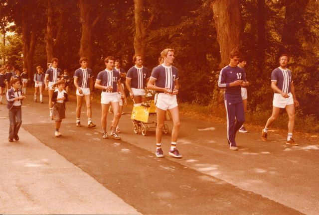089____1979_handballer_festzug4.jpg